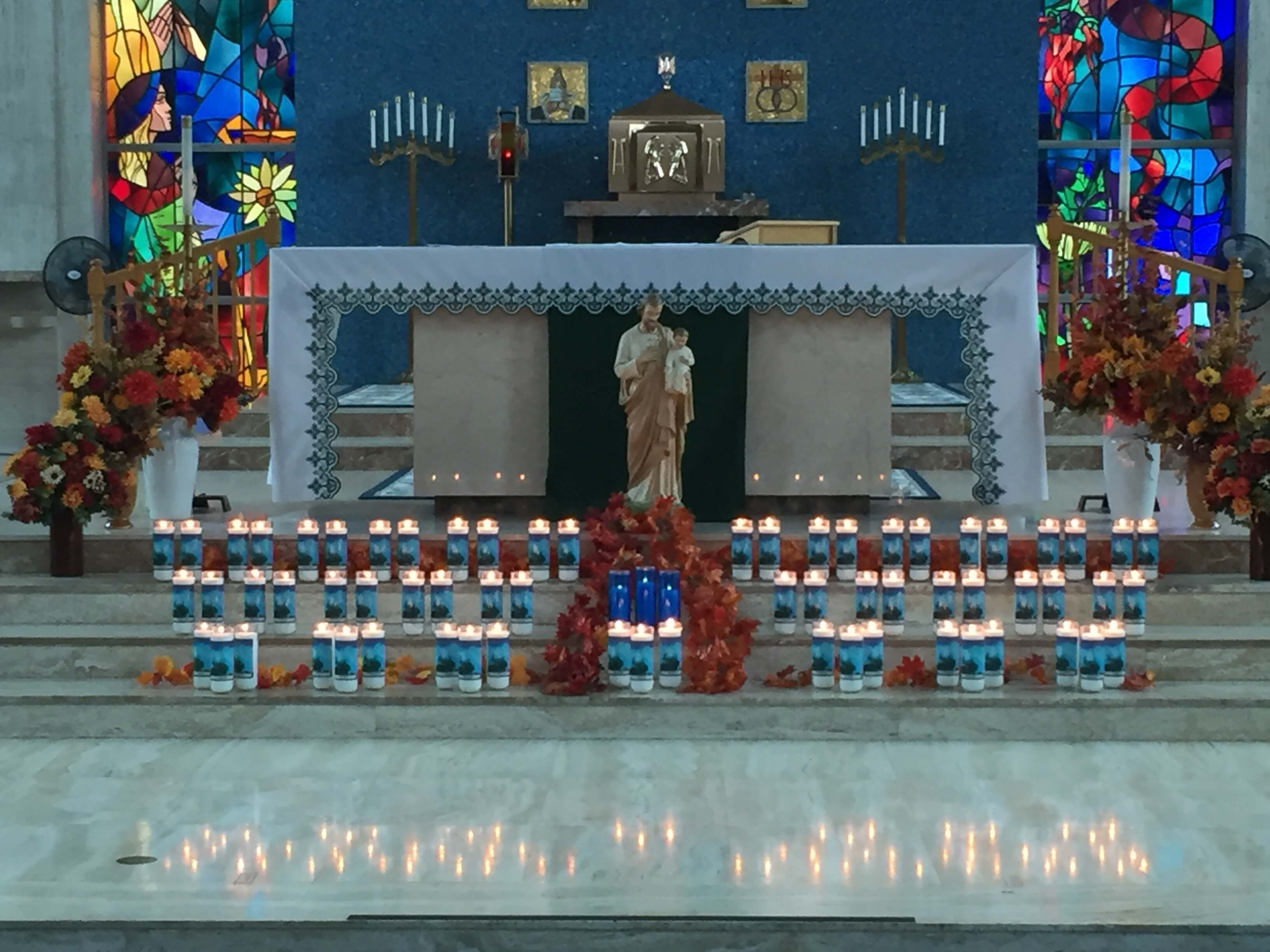 Mass-of-Remembrance-candles-2015