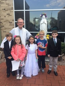 May Crowning 2016 Fr Mike will children 2016